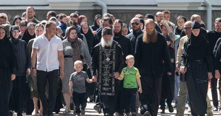 Отец Сергий ждет на альтернативный крестный ход VIP-адептов. Фамилии и маршрут