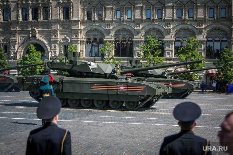 солдат разбил стекло ФСО Парад Победы