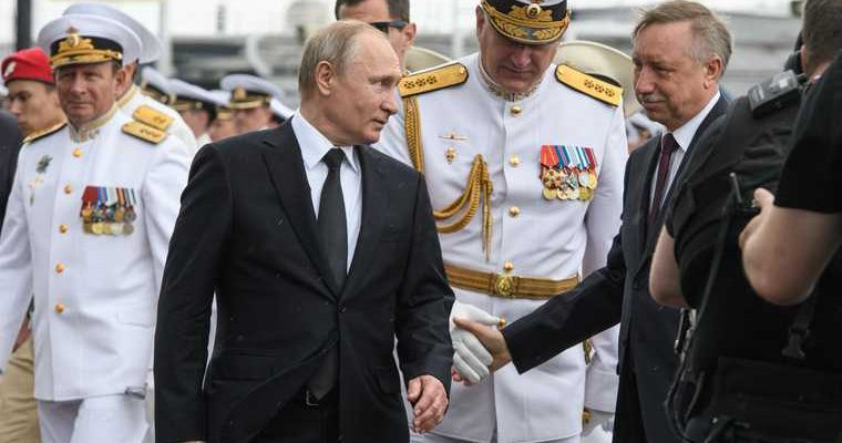 Путин на открытии памятника во Ржеве передал ветерану записку. СМИ узнали ее содержание. ВИДЕО