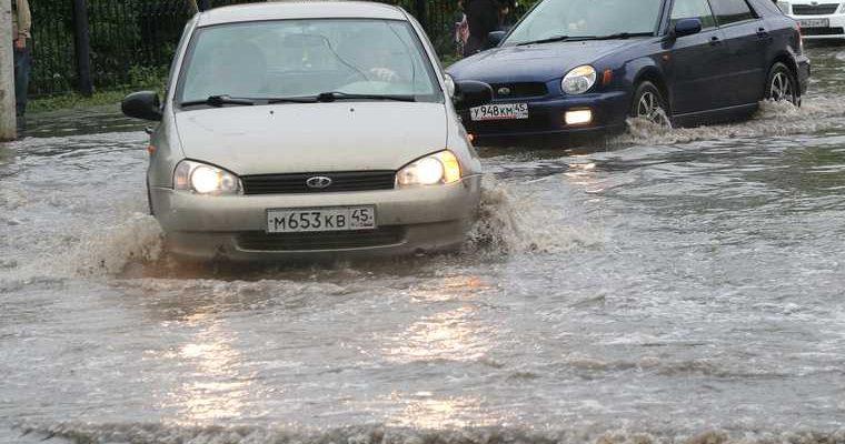 В Кургане из-за дождя затопило улицы. ФОТО