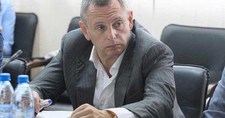 Влиятельный бизнесмен собирается в свердловское Заксобрание. Его партнер — спикер Бабушкина