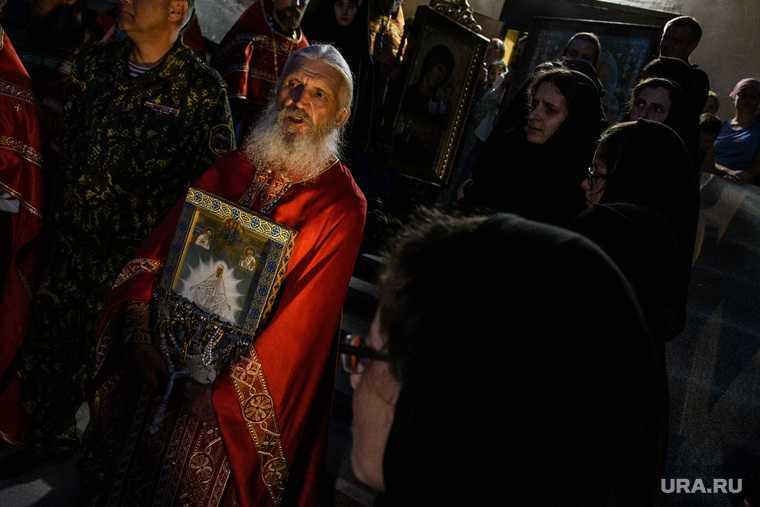 Крестный ход в Среднеуральском женском монастыре. Екатеринбург