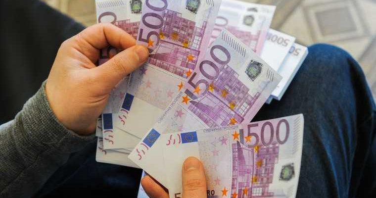 Экономисты дали три совета россиянам после обвала рубля