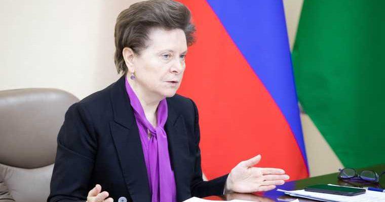 Губернатор ХМАО устроила разнос мэру за фейки о справках