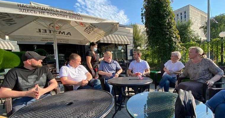 Курганский губернатор устроил совещание в кафе. ФОТО
