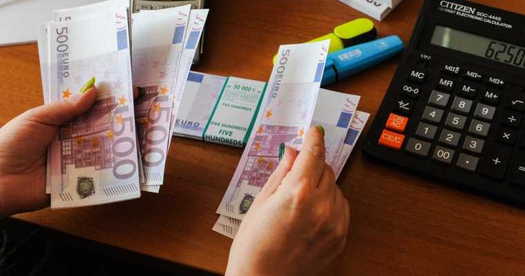 России предрекли снижение зарплат и безработицу