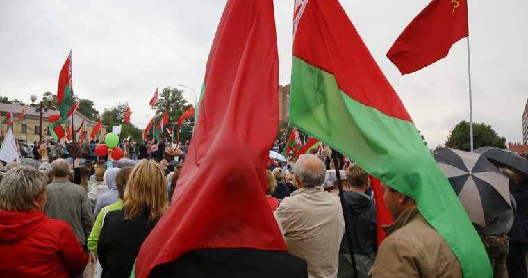 Шушкевич объяснил идею лишить русский язык статуса в Беларуси