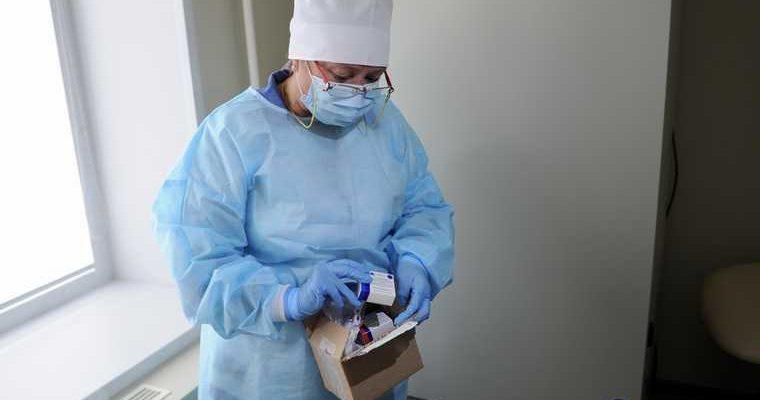 Челябинцам начали ставить прививки от коронавируса. ФОТО