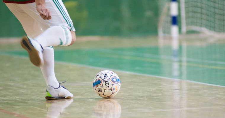 Уральская футбольная команда, где нашли COVID, продолжит играть