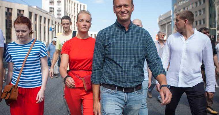 В Кремле ответили на требование Навального вернуть одежду