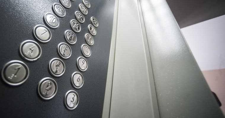 В столичном вузе рухнул лифт со студентами внутри. ФОТО, ВИДЕО