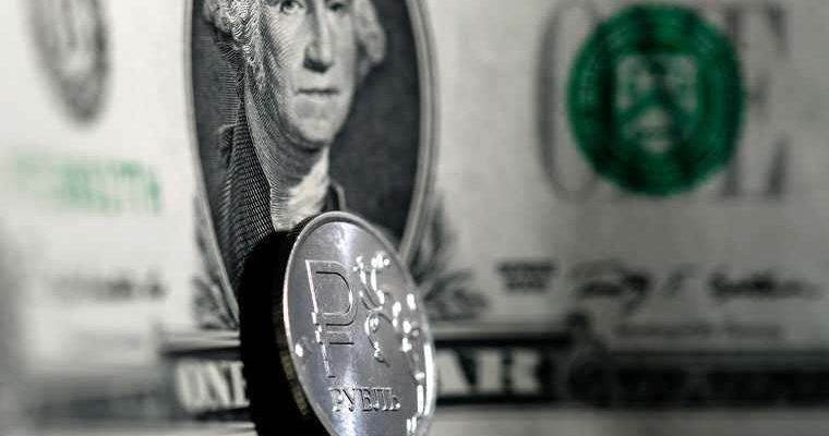 Доллар может рекордно взлететь к концу года. Все зависит от одного фактора