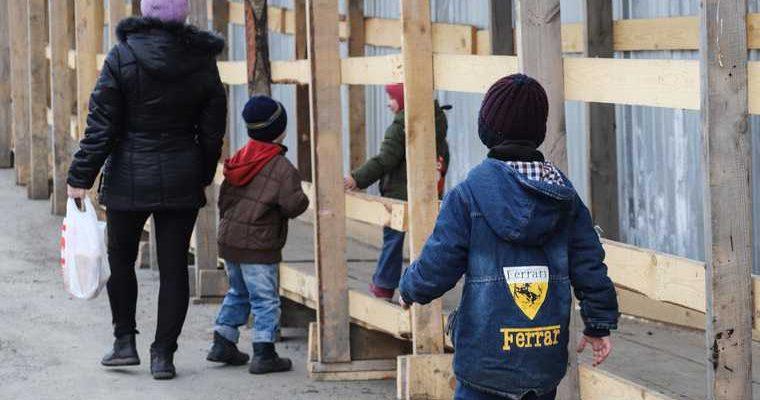 Многодетная мать в Перми пришла к чиновникам из-за карантина. «Нет денег учить детей удаленно»