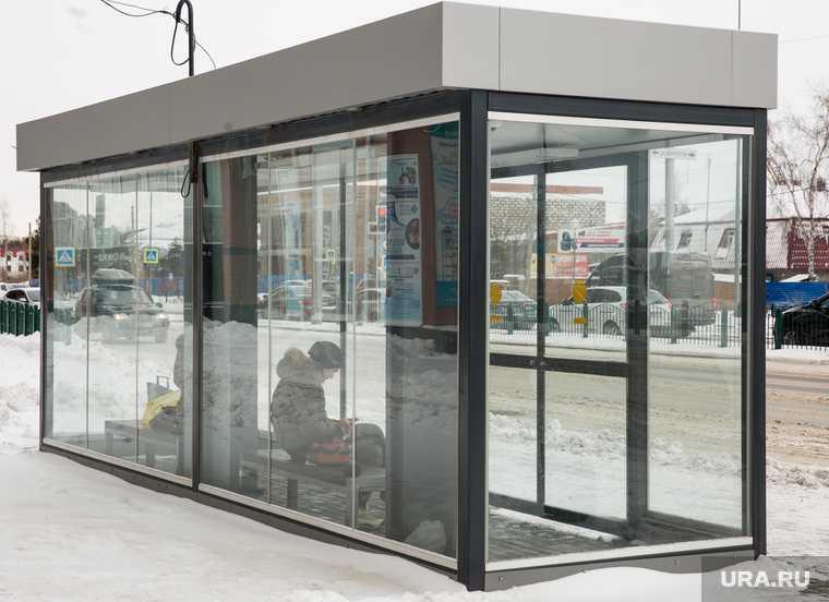 Жители Салехарда не могут пользоваться теплыми автобусными остановками