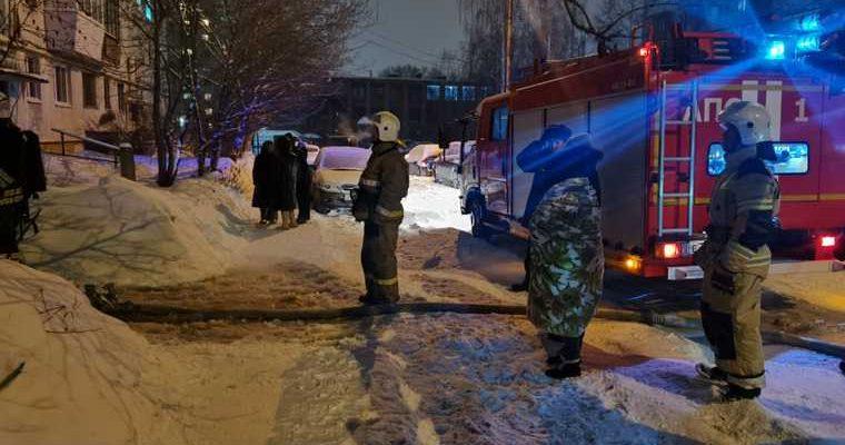 Более 40 человек эвакуировали из-за пожара в Екатеринбурге