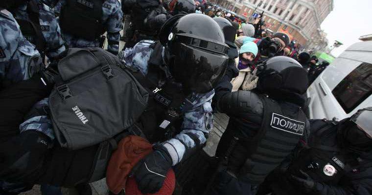 Больные COVID пришли на митинг в поддержку Навального в Москве