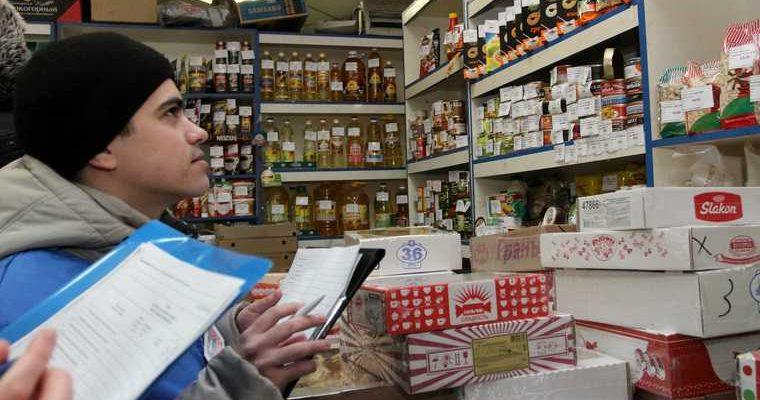 Магазины в ЯНАО торговали испорченными и просроченными продуктами. Фото