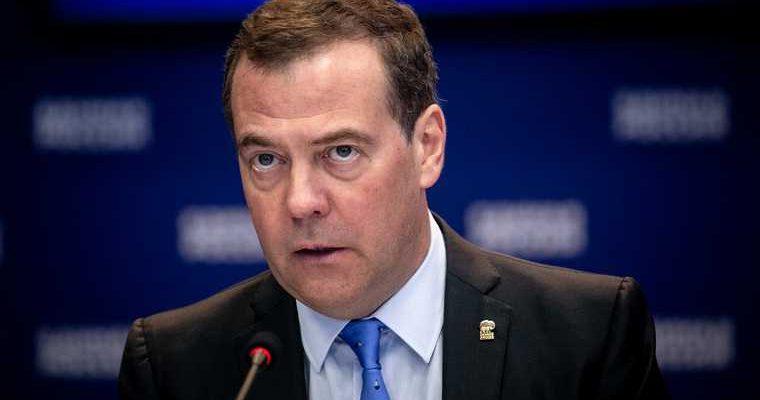 Медведев: к концу июня Россия сделает 90 млн доз «Спутника V»