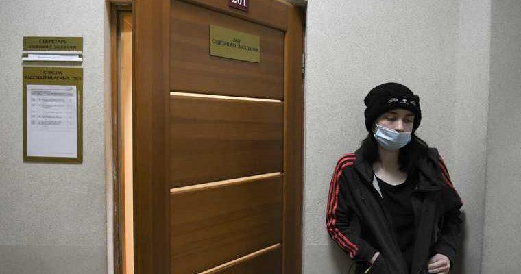 В Екатеринбурге сотрудницу штаба Навального арестовали второй раз