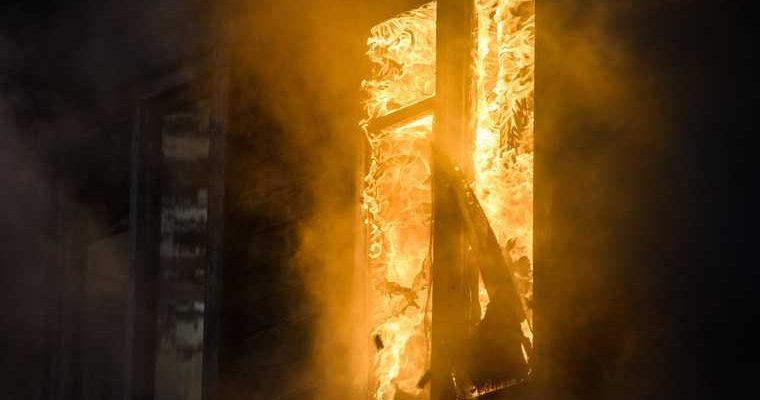 В Тюменской области в огне погибли двое детей